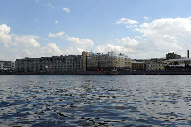 DSC 49741 Нефасадный Петербург: вид с воды