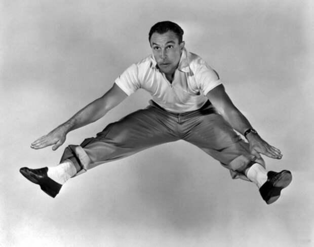 """Джин Келли на съемках фильма """"Летние гастроли""""(1950)."""