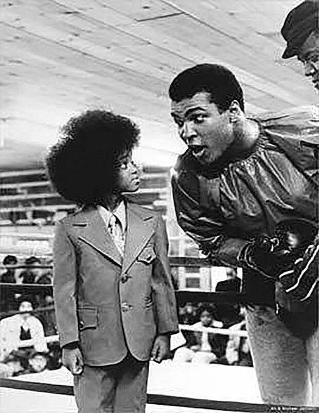 Знаменательная встреча короля ринга и короля сцены - Мухаммед Али и юный Майкл Джексон Весь Мир, история, фотографии