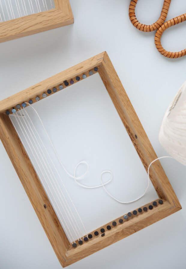 А что, если совместить деревянную раму и пряжу? Может появиться декор удивительной красоты