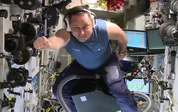 Севастопольский космонавт полетал на пылесосе (ВИДЕО, ФОТО)