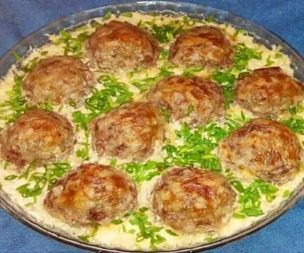 Тефтели в молочно-сырном соусе. Нежное мясо с пикантной заправкой 8