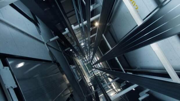 Падение лифта - самый большой страх. |Фото: vladtime.ru.