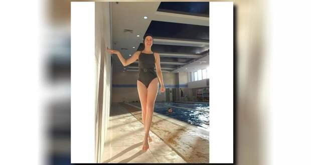 Екатерина Шпица похвасталась фигурой в облегающем купальнике