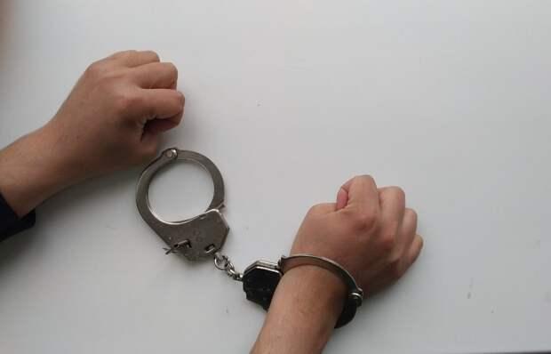 В лесополосе в Ижевске задержали подростка с 10 свертками наркотиков