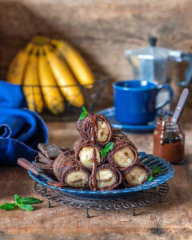 Завтрак или десерт для сладкоежек: готовим шоколадные блинчики с бананами
