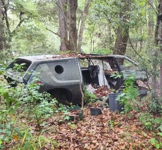 Несмотря на единичный тираж и определенную эксклюзивность, в пригороде Алабамы обнаружили еще один заброшенный авто! Brubaker Box, авто, автодизайн, автомобили, минивэн, находка, олдтаймер, ретро авто
