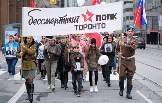 """Около 5 тыс. человек приняли участие в акции """"Бессмертный полк"""" в Торонто"""