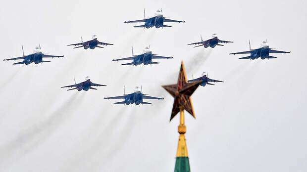 Истребители МиГ-29 и Су-30СМ пилотажных групп «Русские витязи» и «Стрижи» на воздушном параде Победы в Москве, 9 мая 2020 года