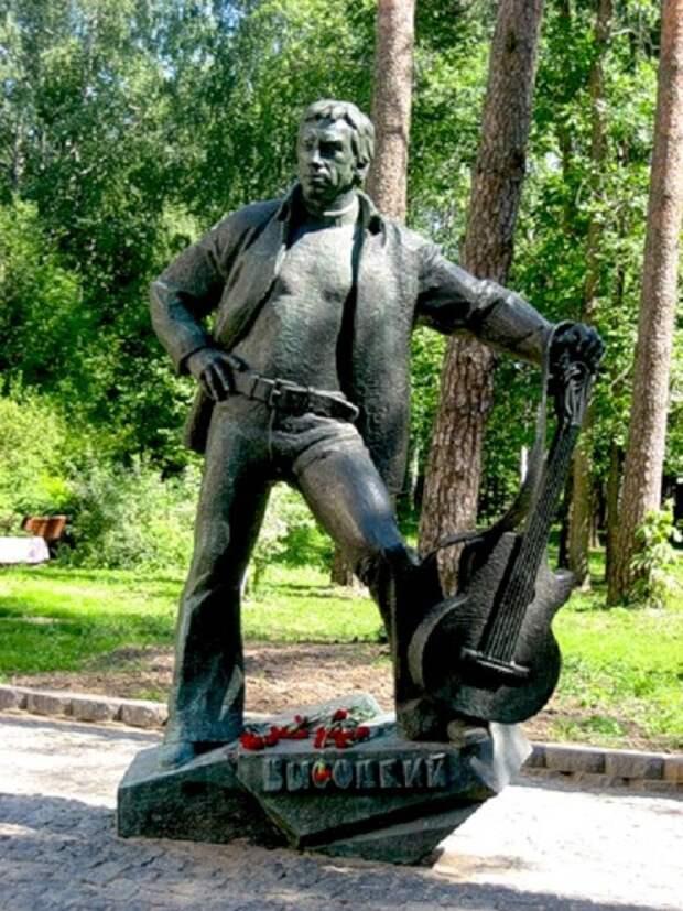 В.Высоцкий. г.Дубна. Московская область. (2008). Скульптор: О.Яновский