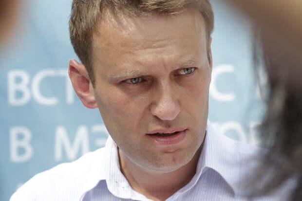 Находящегося в коме Навального не дают перевезти в Германию