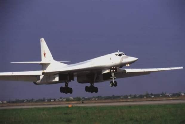 Рогозин и Макаров поспорили из-за нового бомбардировщика