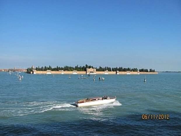 """Русские могилы на """"острове мертвых"""" в Венеции"""