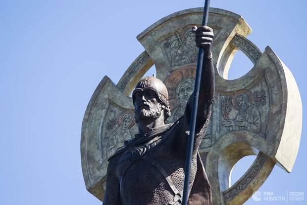 Какой исторический деятель заслужил памятник на Лубянской площади