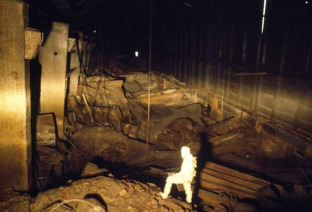 Что происходит внутри чернобыльского саркофага