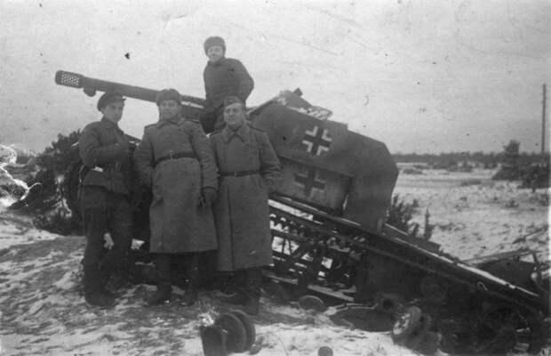 САУ на базе трофейного Т-26 с французской пушкой 7.5 cm Panzerabwehrkanone 97/38, уничтоженная советскими войсками в 1944