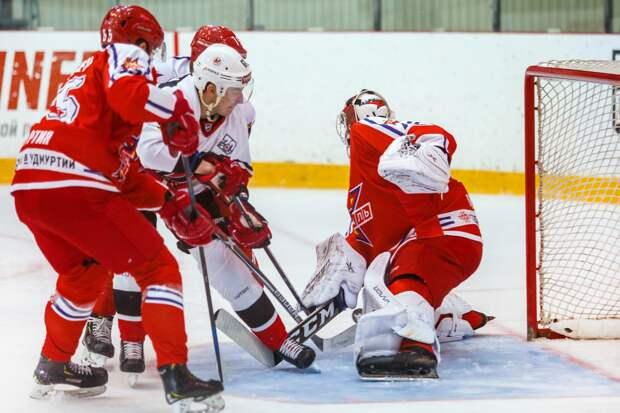 Хоккеисты «Ижстали» проиграли на выезде новокузнецкому «Металлургу»