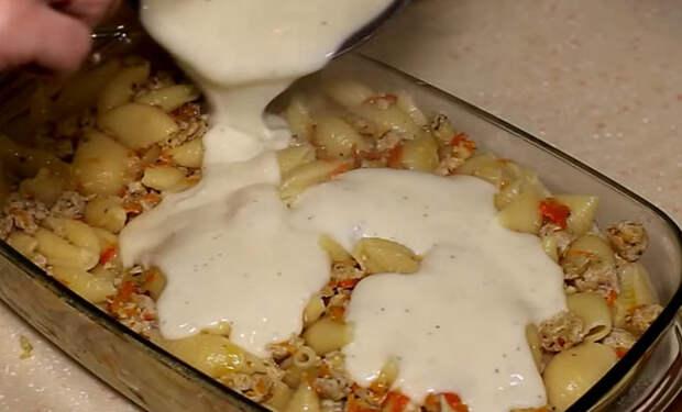 Засыпаем фарш макаронами и ставим в духовку: запеканка на 2 дня