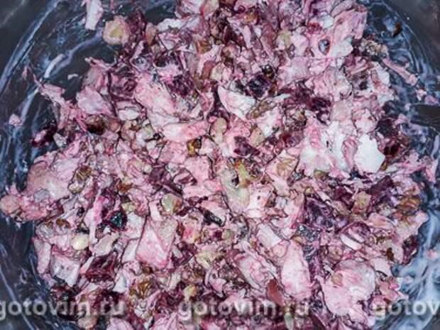 Салат из запеченной курицы со свёклой и грецкими орехами, Шаг 05