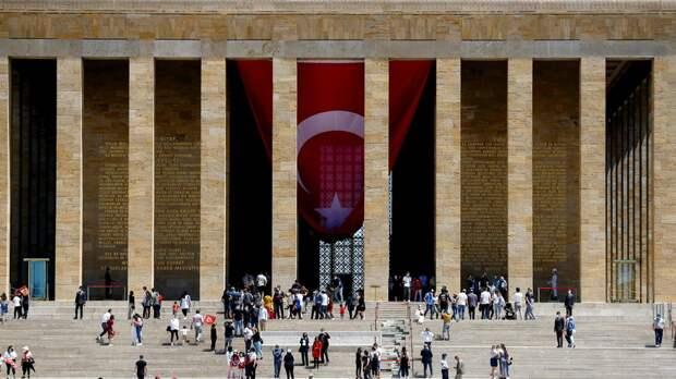 В РСТ прокомментировали новые правила въезда туристов в Турцию