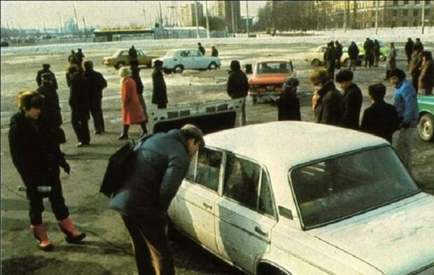 Крупнейший нелегальный рынок подержанных автомобилей в Москве.