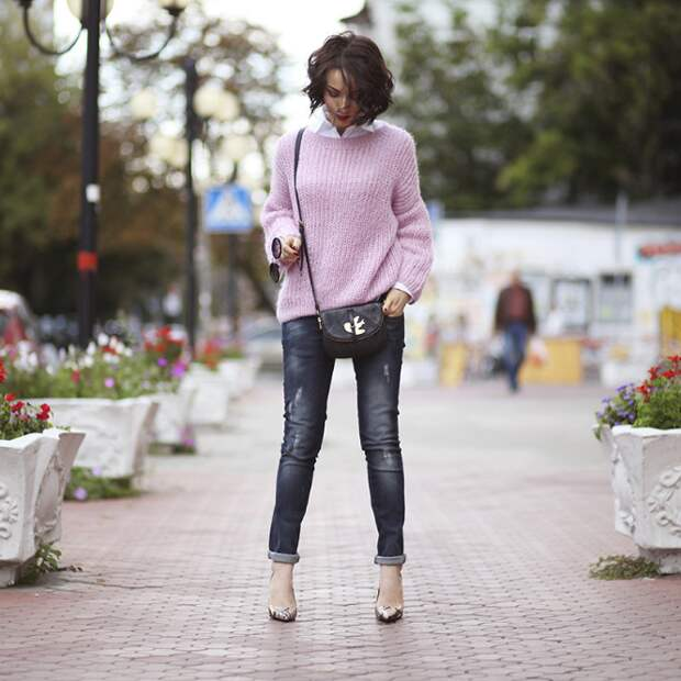 Серые джинсы: детали их комбинирования с другими вещами