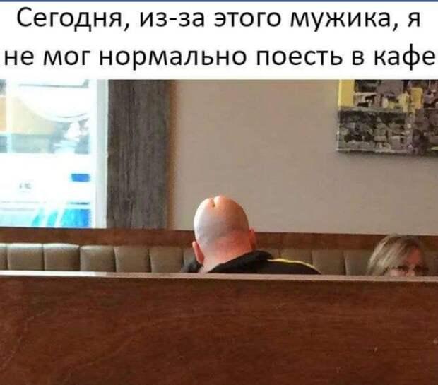 Одна дамочка пришла в кафе и заказала себе покушать. Ну там супчик, котлетки, водочки чуток...