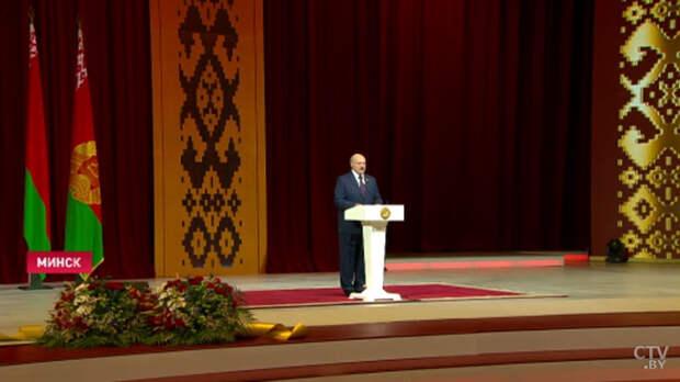 """Лукашенко призвал """"братьев-россиян"""" относиться к Беларуси """"по-человечески"""""""