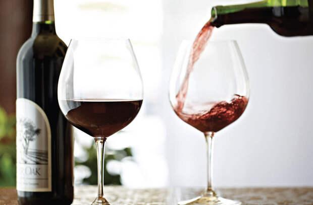 Почему от красного вина болит голова и как этого избежать