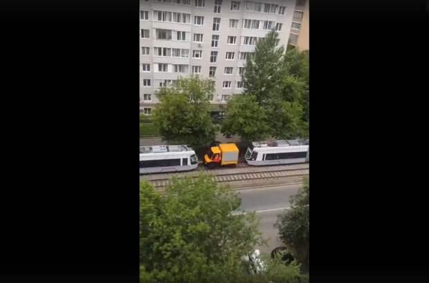 Два трамвая застряли на путях в Хорошёво-Мнёвниках