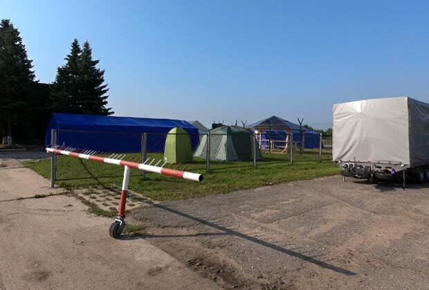 Место досмотра лиц, входящих в ангар с фрагментами у аэродрома Смоленск Северный