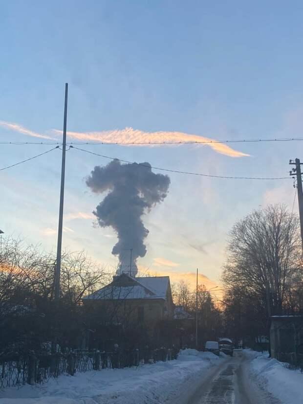 Фотокадр: столб дыма из Подмосковья попал в объективы жителей Северного