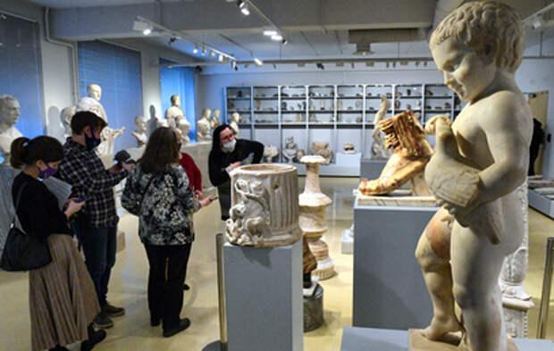 Эксперты прокомментировали жалобы на обнаженные скульптуры в Эрмитаже