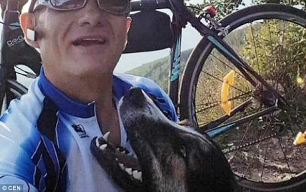 Господин Ион позирует с собакой в поездке перед аварией