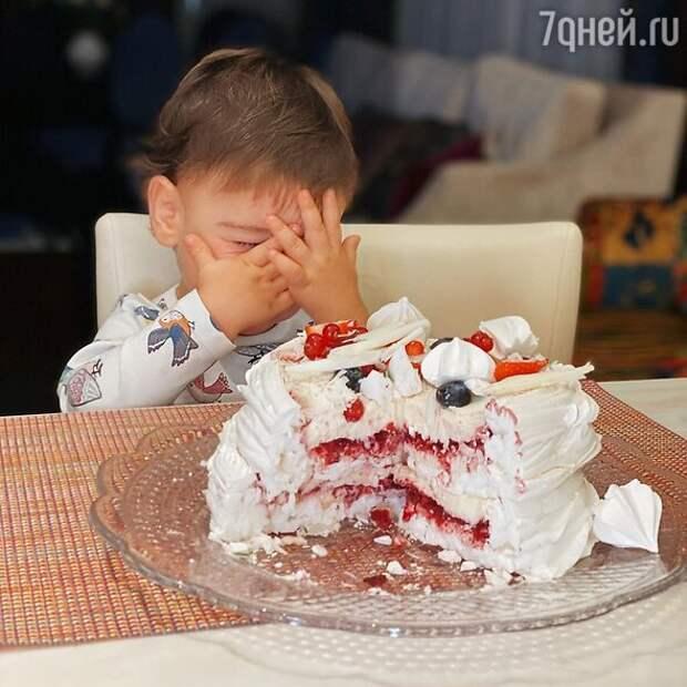 «Быстро подрос!» Красавчик-сын Петросяна и Брухуновой восхитил фанатов