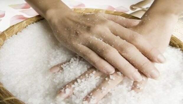 Секреты лечения суставов солью...