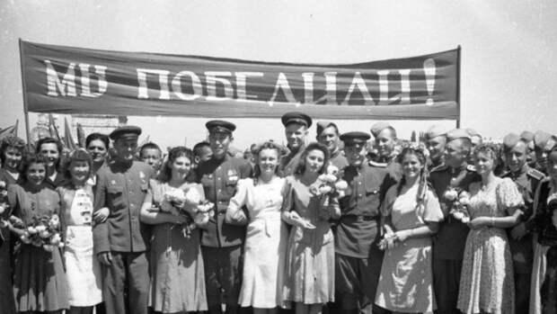 Украина: жертвы промывания мозгов отказались от собственных дедов и прадедов, воевавших в Красной Армии