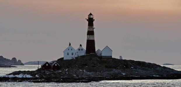 История с огромным мотыльком на норвежском маяке