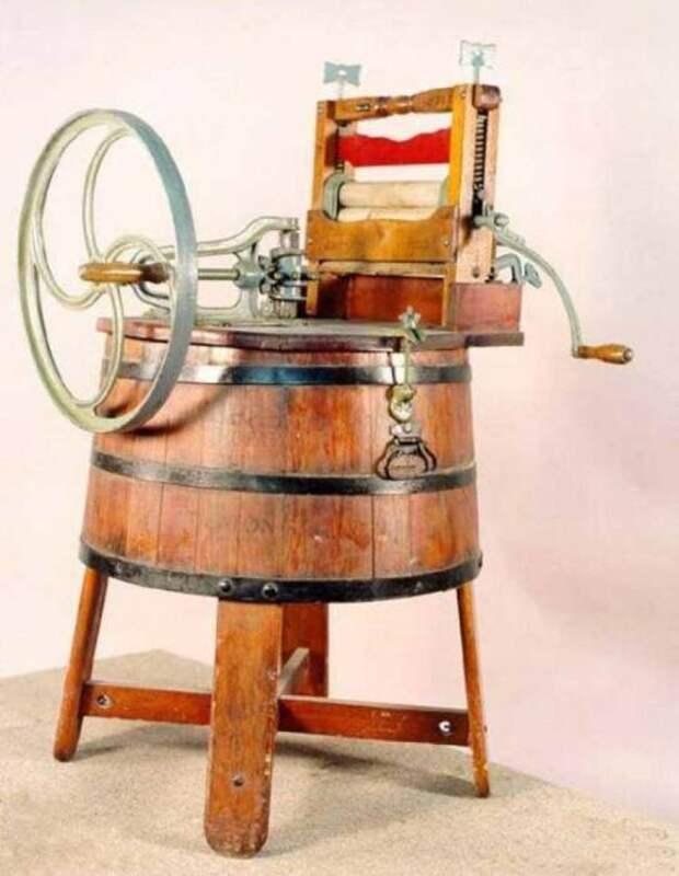 Первая стиральная машинка выглядела как кадка на подставке. /Фото: 4.bp.blogspot.com