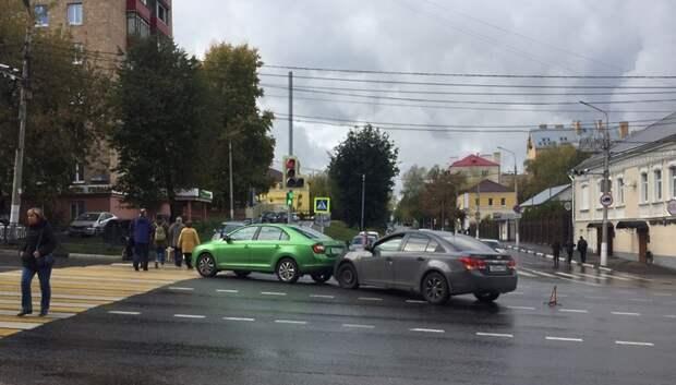 Две иномарки столкнулись в центре Подольска