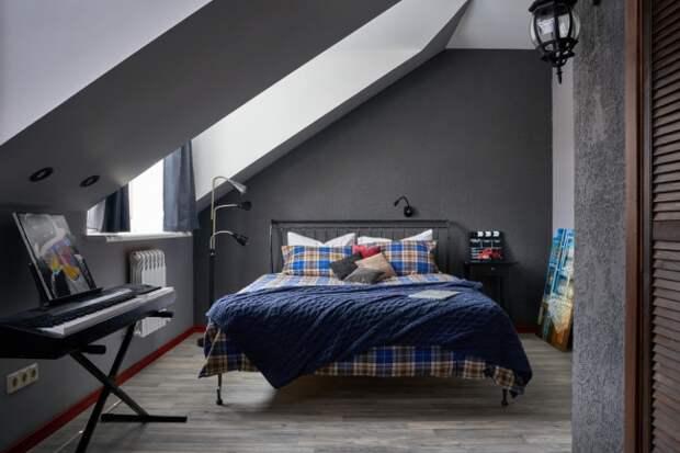 Современная мансардная спальня