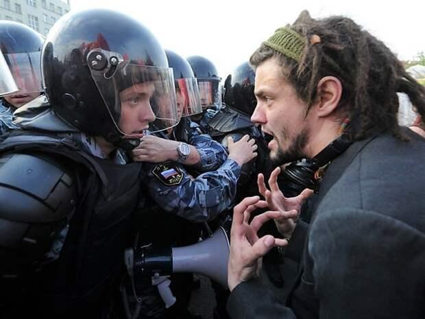 Офицер Росгвардии: На протестах 20 лет назад силовики действовали гораздо жестче