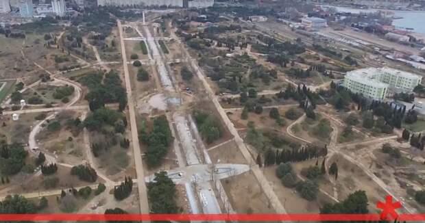 Разрушенный парк за миллиард в Севастополе укомплектуют мебелью