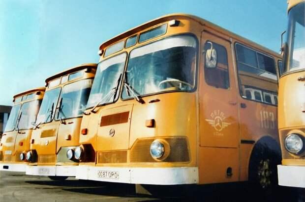 """Почему в СССР городские автобусы красили в """"охру"""""""