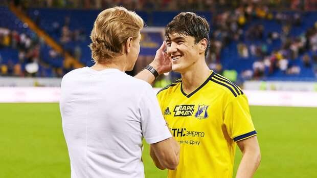 Карпин — Шомуродову: «Два гола и две голевые за 15 матчей в «Дженоа». Я бы уже давно на скамейку посадил»