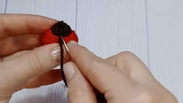Классный трюк при помощи обычной вилки и остатков пряжи