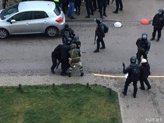Число задержанных на протестах в Белоруссии приблизилось к 1000