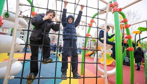 Более 200 детских игровых комплексов установят в Подмосковье в 2020 году