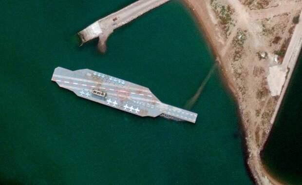 У берегов Ирана обнаружено нечто напоминющее авианосец