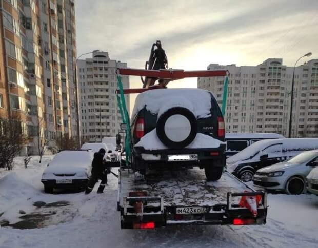 Эвакуация машин должников / Фото предоставлено управой района Люблино
